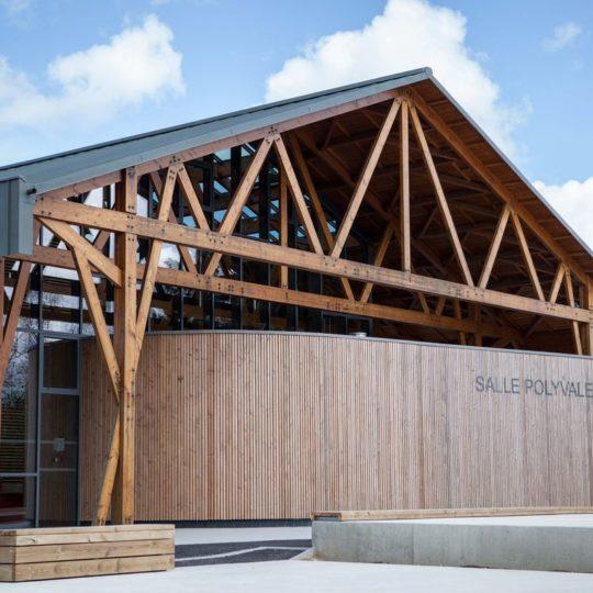 salle-culturelle-genrouet-chantier-fini-charpente-traditionnelle-godard-constructions-bois