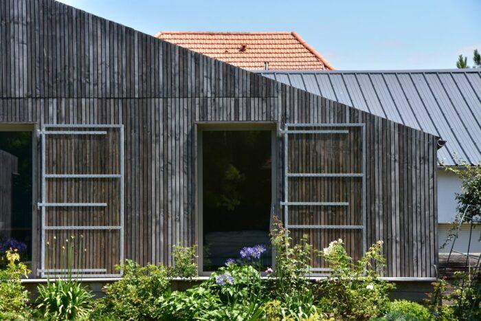 facade-avec-volet-coulissant-maison-architecte-la-baule-godard-contructions-bois