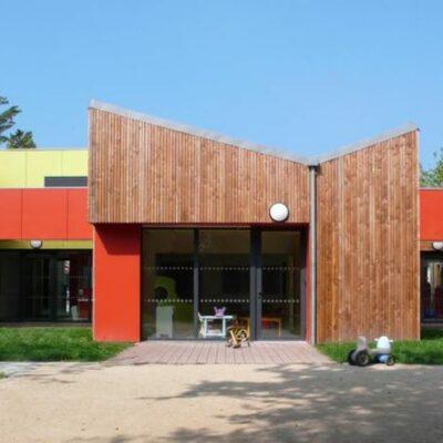 facade-principale-pole-petite-enfance-saint-gildas-de-rhuys-construction-bois-godard