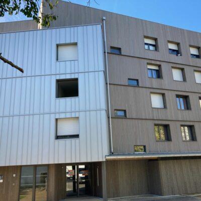 les-balconnieres-batiment-nord-vue-bardage-bois-godard-constructions-bois